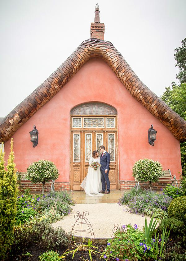 le petit chateau pink couple
