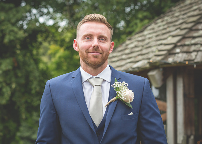 groom at treehouse