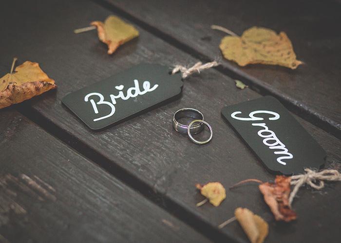 autumn wedding bride groom rings